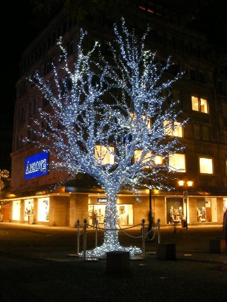 Leuchtender Baum